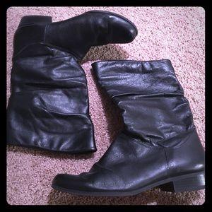 Shoes - GUC: Black Boots. Size 8.5